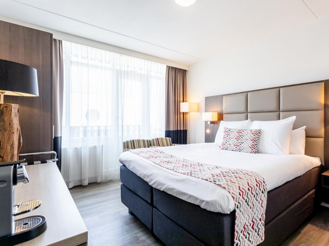 Strandhotel Westduin Hotelovernachting Zeeland Hotelkamer Bed