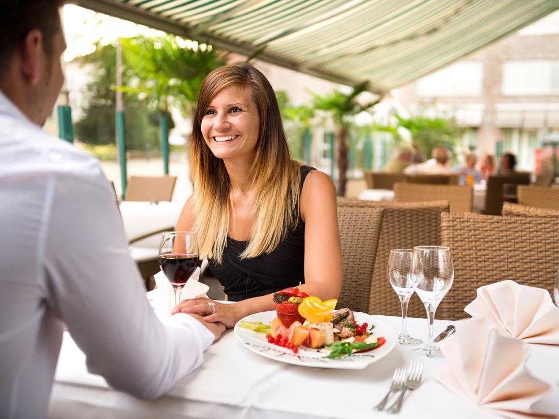 Ringhotel katharinen Hof diner vrouw en man