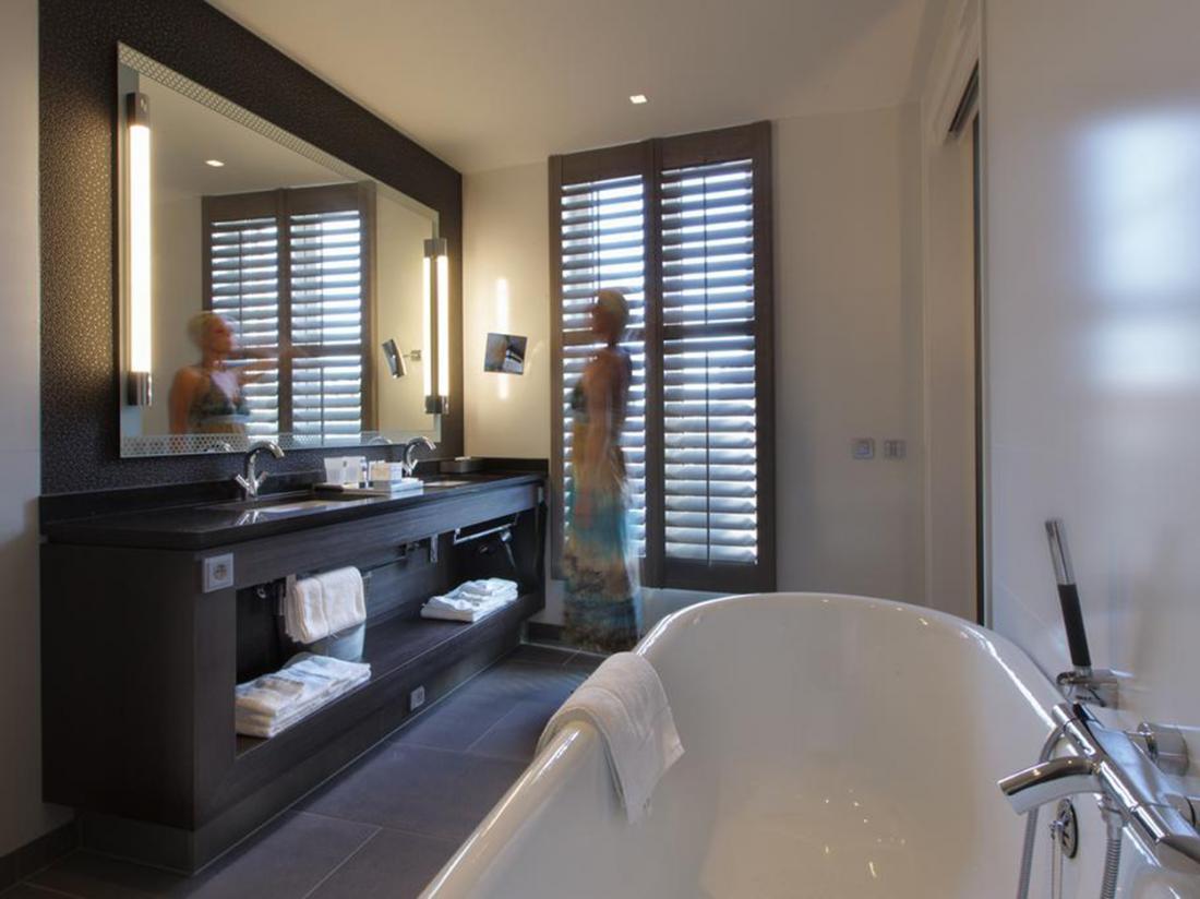 Hotelaanbieding roermond badkamer