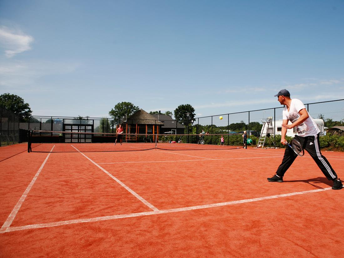 Hotelaanbieding Gelderland Tennisbaan