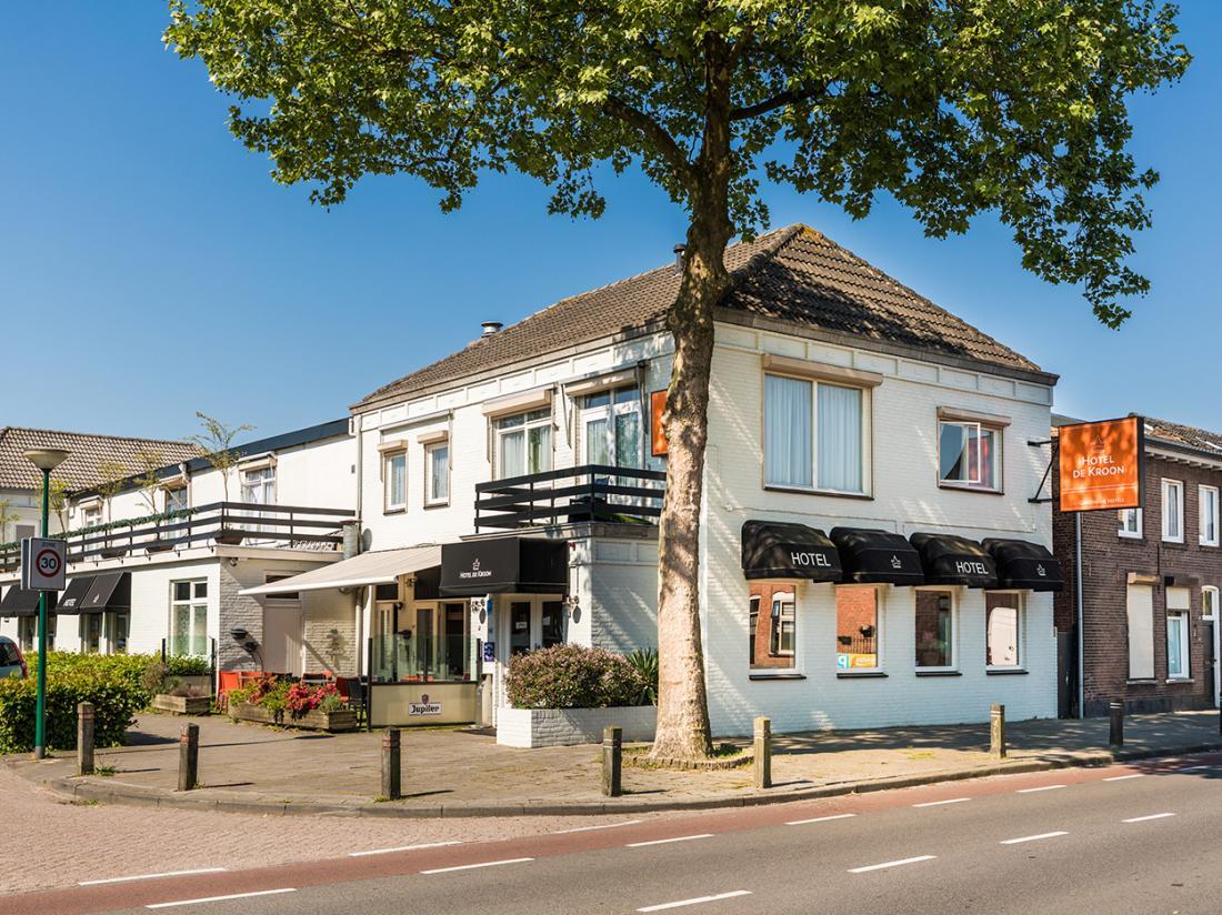 Hotel De Kroon Kaatsheuvel Efteling Weekendjeweg Buitenaanzicht