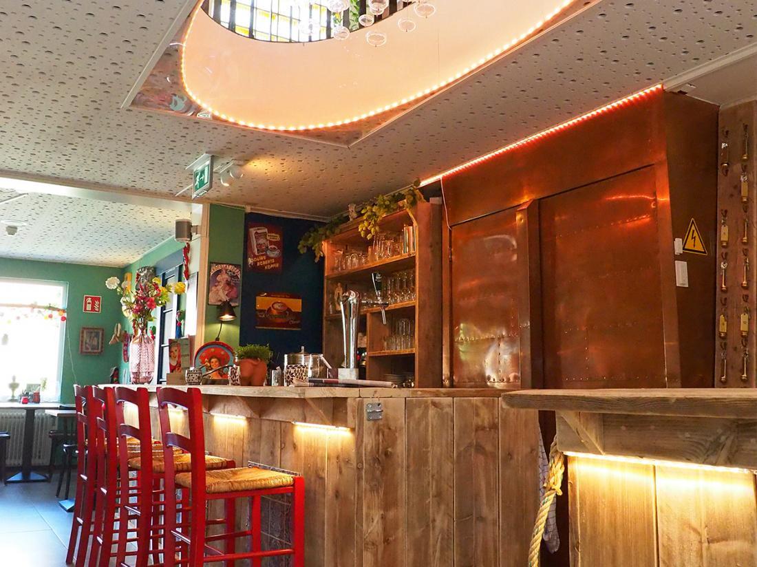 Hotel Friesland Weekendjeweg Overnachting Kamer Wymerts bar