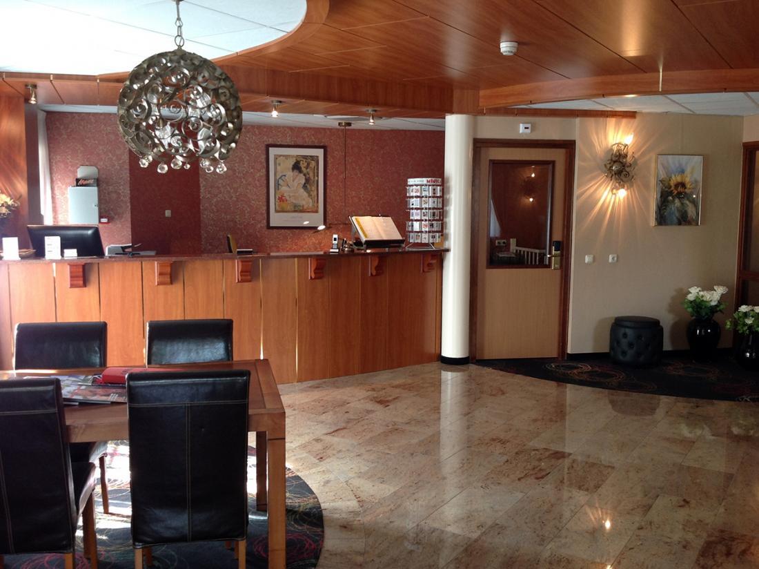 Suydersee Hotel Enkhuizen Hotelovernachting Receptie