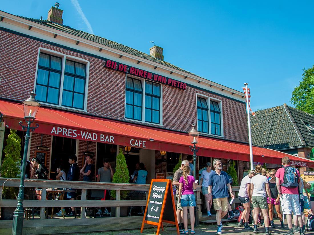 Hotelaanbieding Waddengenot Groningen Pieterburen cafe