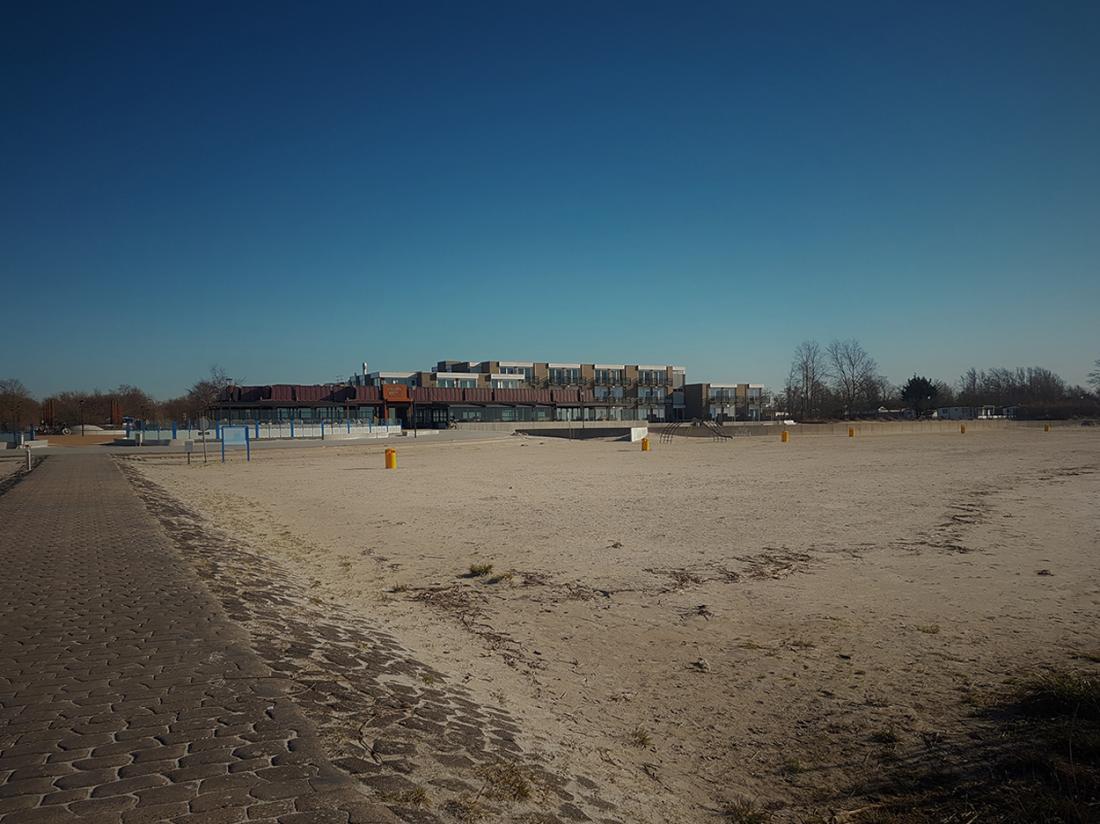 Strandhotel Vigilante Makkum Aanzicht Strand