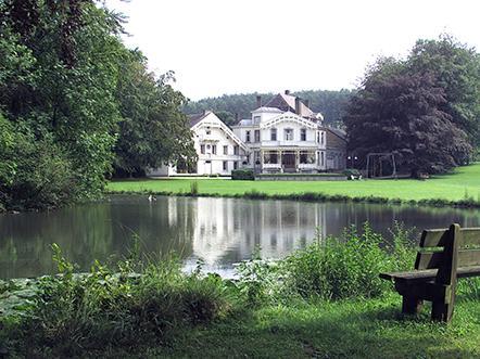 hotel landgoed altembrouck belgie vijver