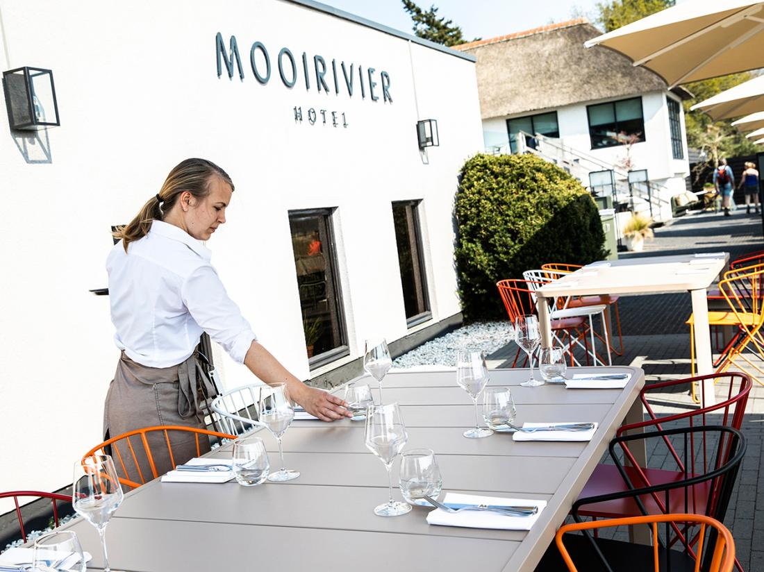 Terras Hotel Mooirivier Dalfsen Weekendjeweg