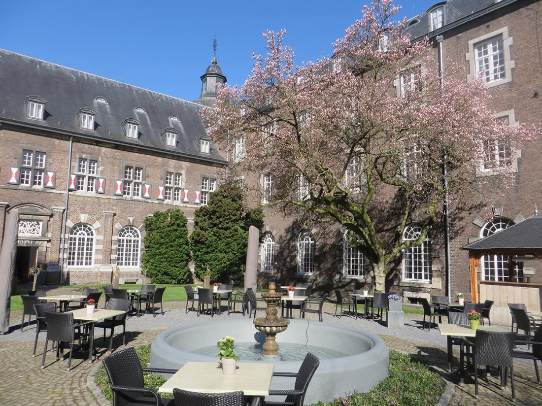 Hotel Abdij Rolduc Limburg Terras
