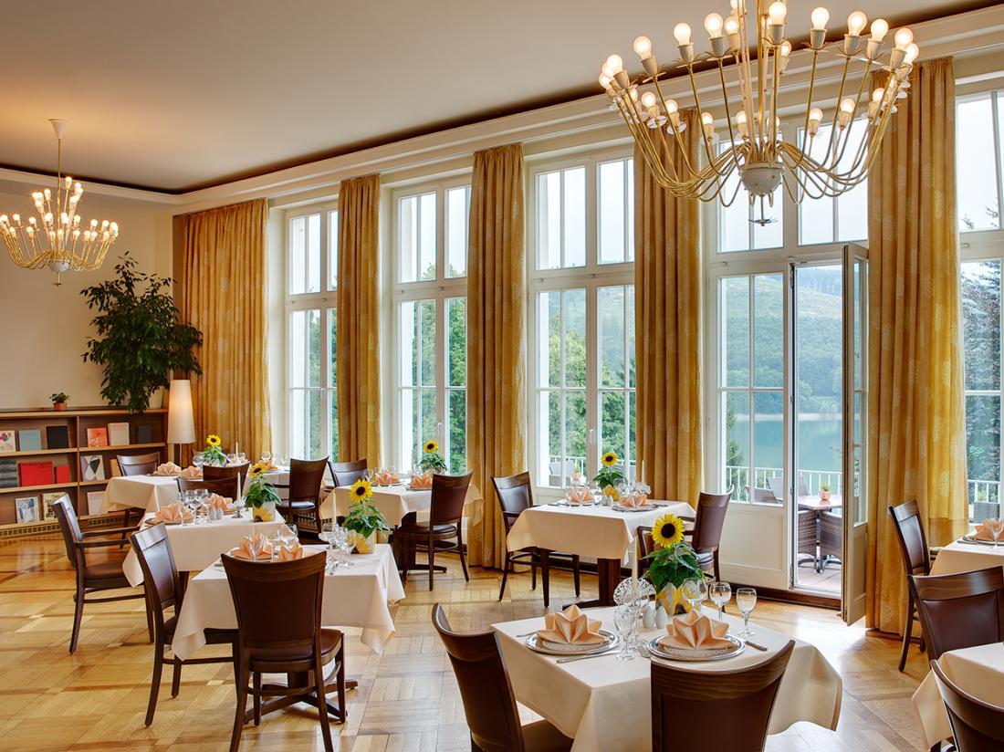 Weekendjeweg Meschede Mennesee restaurant tafels