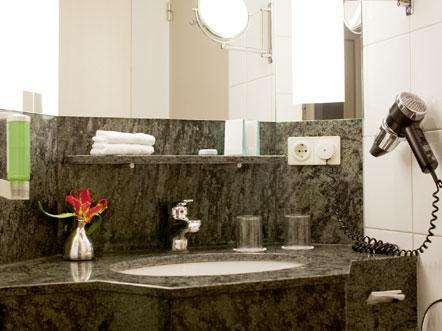 https://goedverblijf.nl/media/com_jhotelreservation/pictures/hotels/384/Hotel-Noord-Brabant-Badkamer.jpg