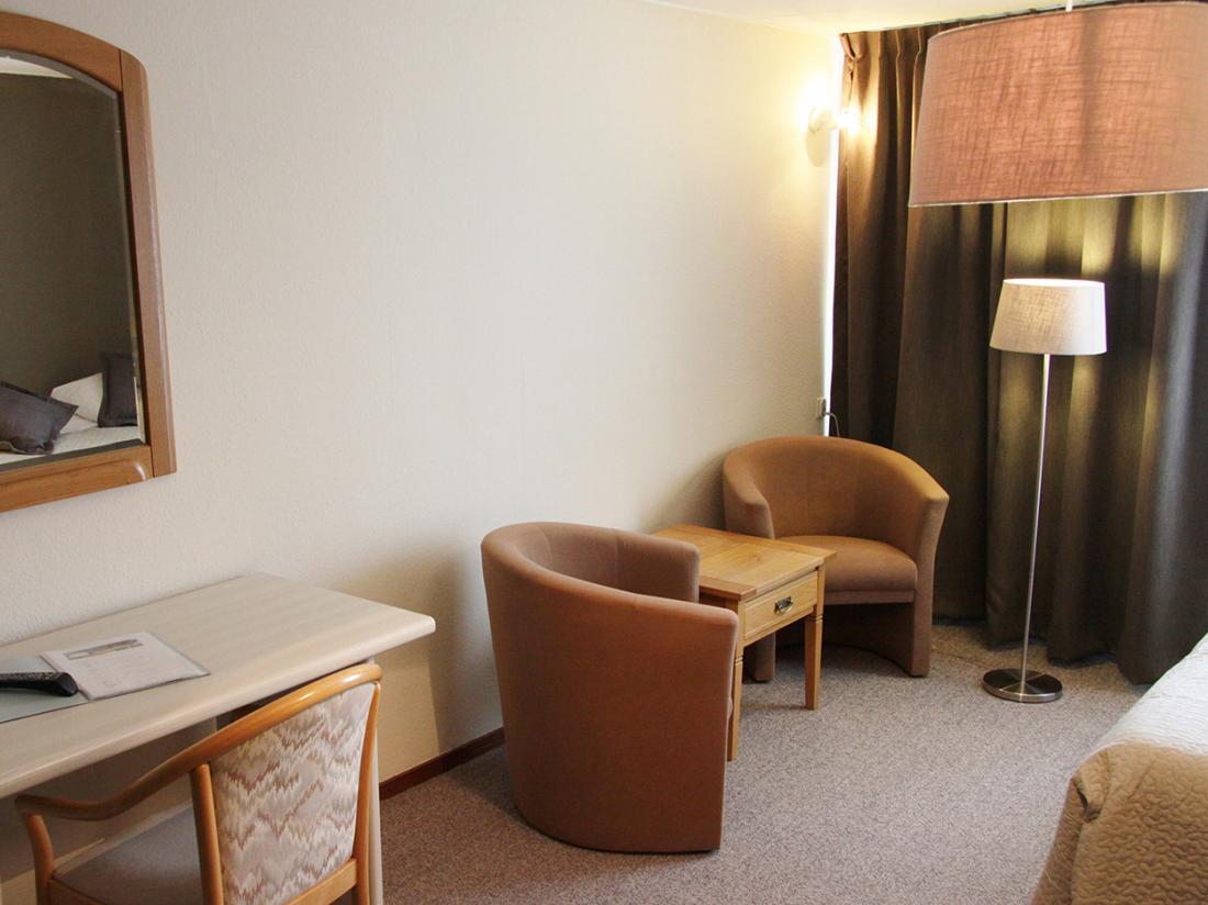 Hotel Op De Beek Schin op Geul Limburg Hotelinterieur Zitje