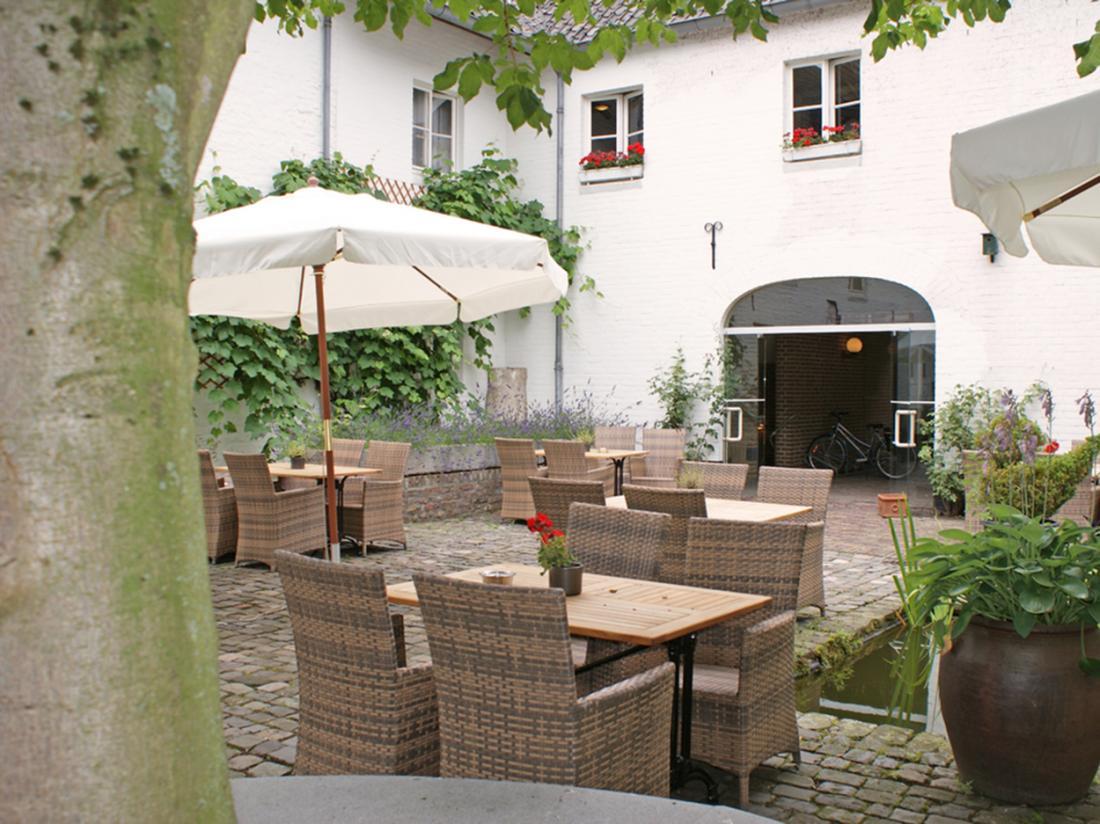 Hotelaanbieding Erenstein kasteel terras
