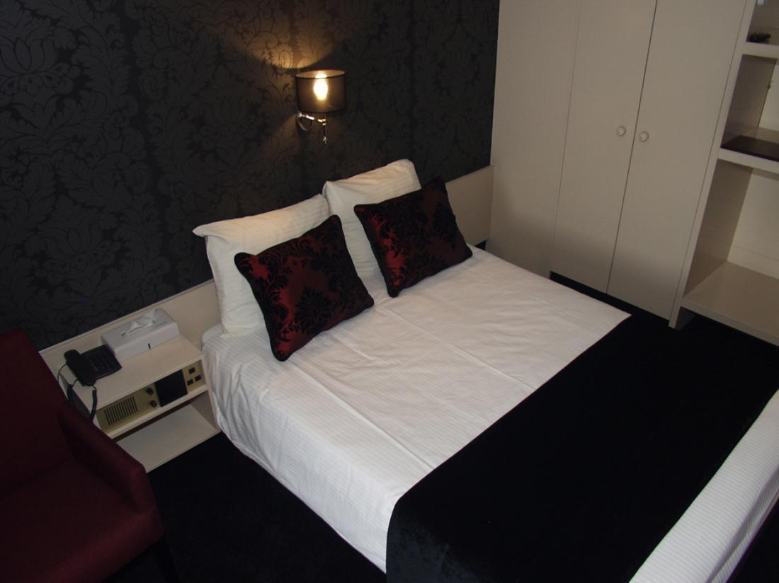 Hotel dePostelseHoeve Tilburg Bed