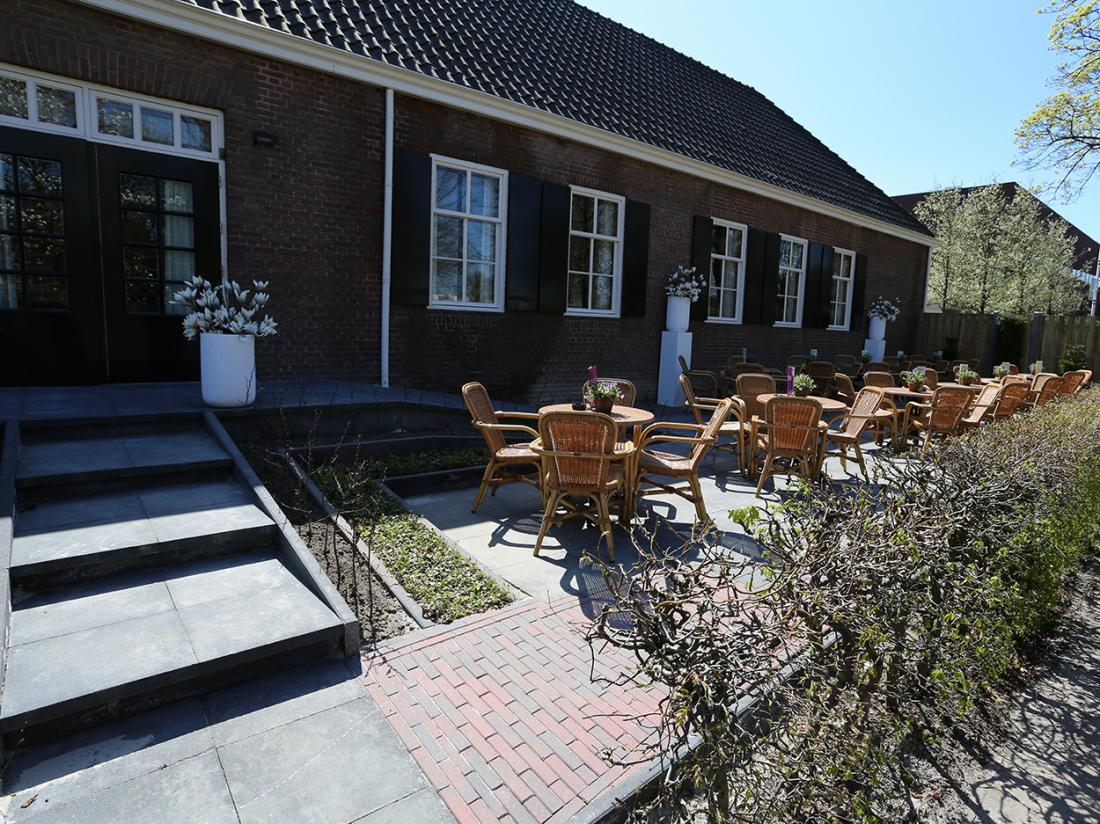 Hotel dePostelseHoeve Tilburg TerrasIngang
