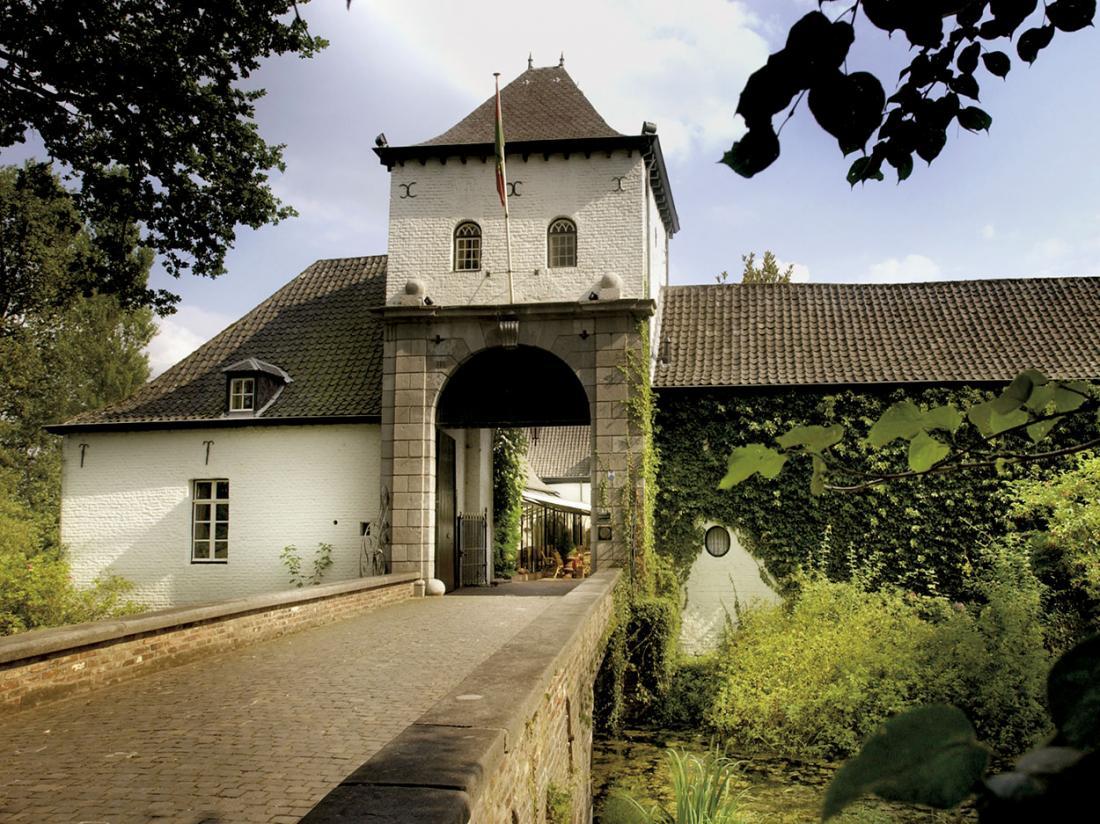 Kasteel Daelenbroeck Limburg ingang