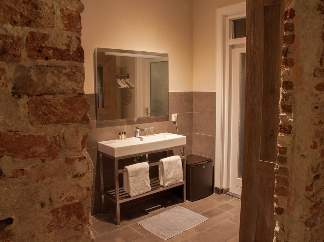 Hotel Huis van Bewaring Almelo Cipier Suite Badkamer