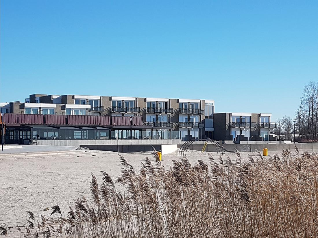 Strandhotel Vigilante Makkum Aanzicht Riet